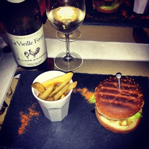 La Vieille Ferme Rouge Combo with Burger